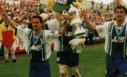 Isy Diaz, Springy and Roberto Martinez celebrate the success of the 1997 campaign