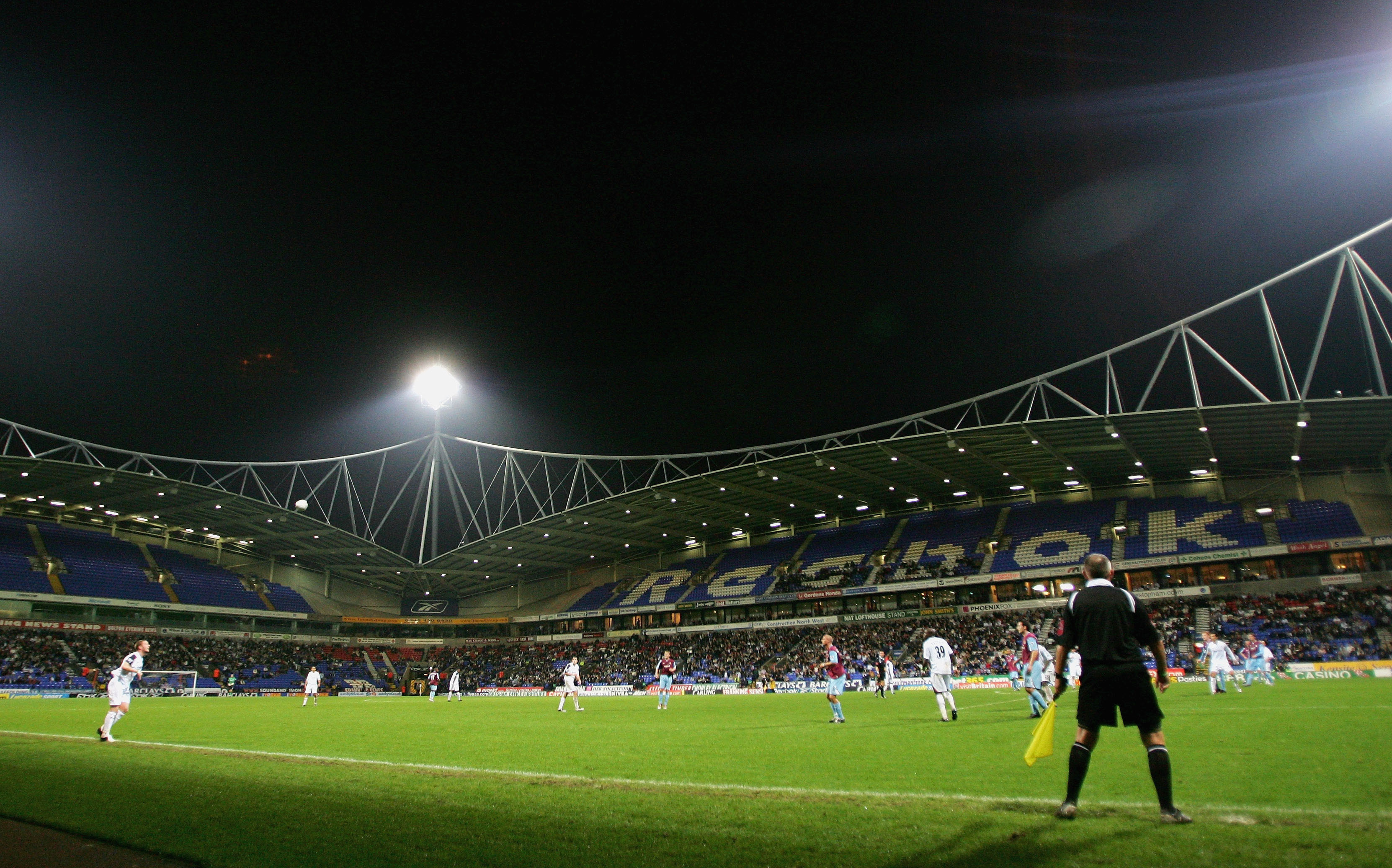 4,000 fan sell out for Bolton, just a few coach seats available for £5